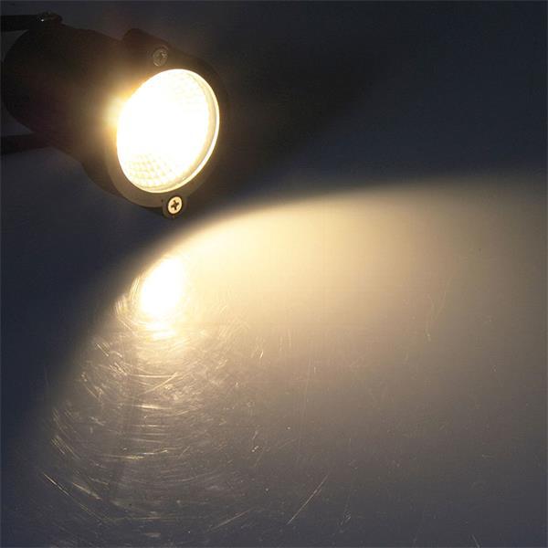 schmutz- & spritzwassergeschützter LED Spot mit warm weißer COB-LED