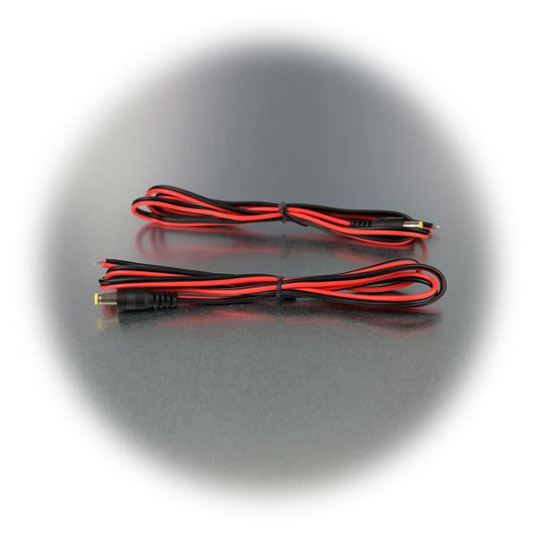 schafft eine lösbare Stromverbindung zwischen Stromversorgung und Verbraucher