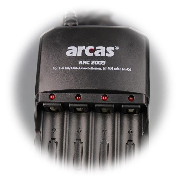 die LED Kontrollanzeige zeigt Betriebszustand an, wenn Akku geladen wird