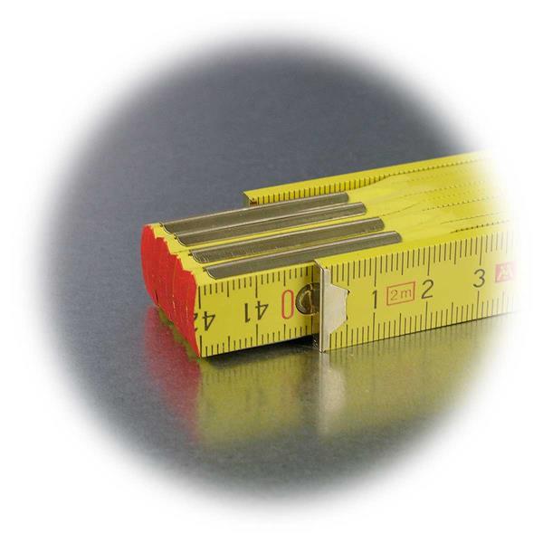 Gliedermaßstab mit roter Kantenmarkierung an den Enden