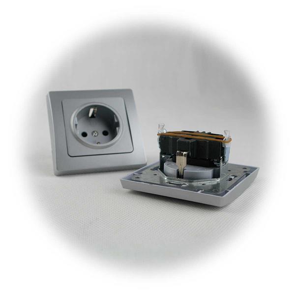 Steckdose und Schalter mit Klemmanschlüssen für Unterputzmontage