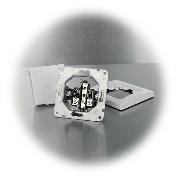 Schutzkontakt Steckdose mit Klemmanschlüssen für Unterputzmontage