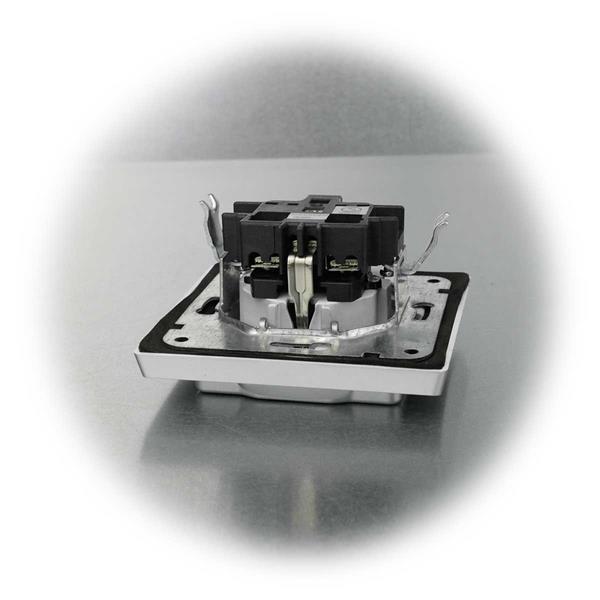 Schutzkontakt Steckdose mit Klapp-Deckel gegen Staub und Spritzwasser