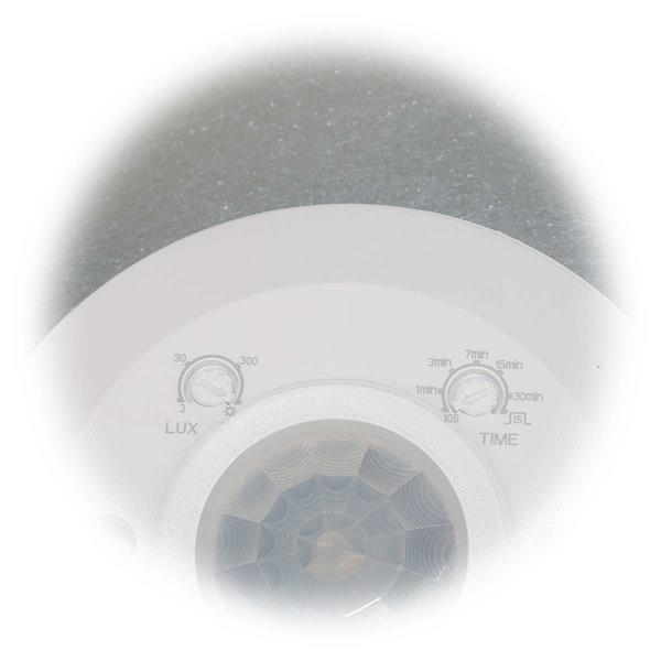 Helligkeit und Leuchtdauer über einen Drehschalter am BWM einstellbar