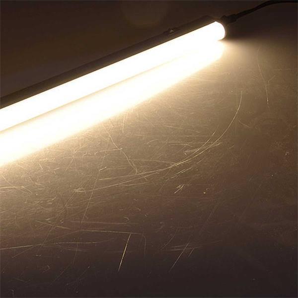 die LED Lampe leuchtet den Arbeitsbereich in der Küche perfekt aus