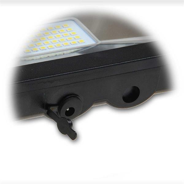 LED Flutlichtstrahler mit Anschlüssen für die Ladegerät