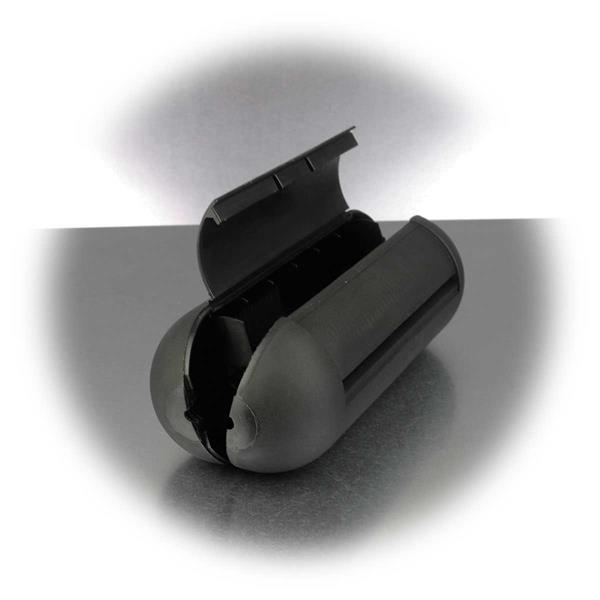 aufklappbare Sicherheitsbox mit Gummidichtungen an den Eingängen