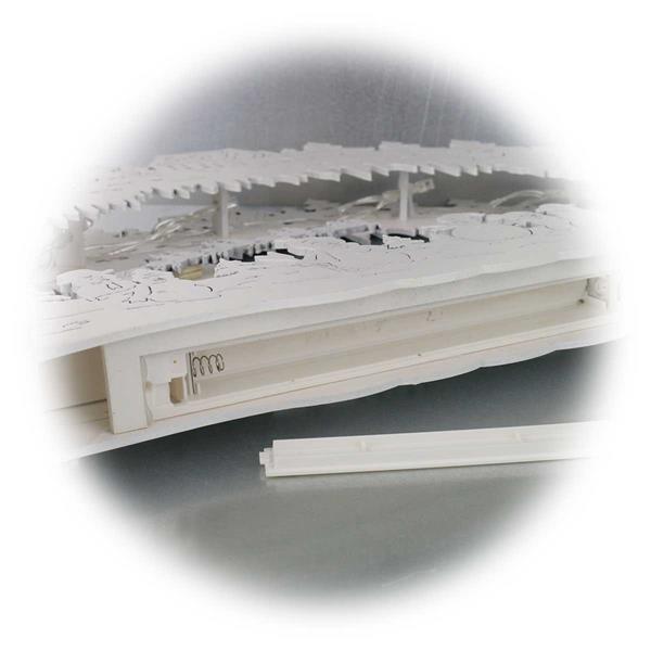 LED Schwibbogen mit filgrane Laubsägearbeit mit liebevollen Details