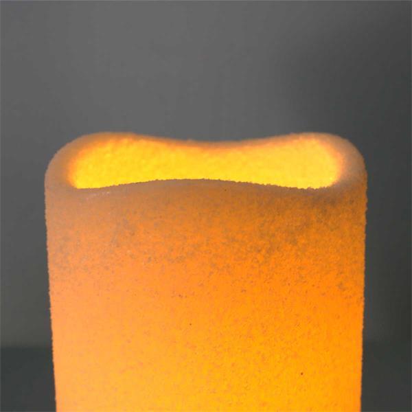 LED Dekokerzen imitieren eine natürliche Flamme