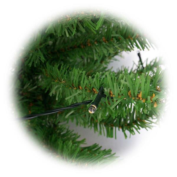 Weihnachtsbaum mit biegsamen Ästen und LED Lichtern
