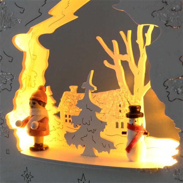 Fensterleuchter aus Holz mit Wintermotiven und 7 LEDs