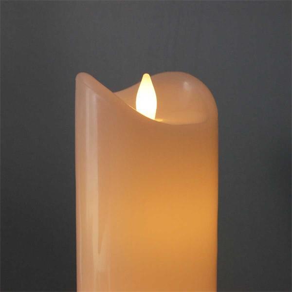 Weiße LED-Kerzen in verschiedenen Höhen mit flackernder Flamme