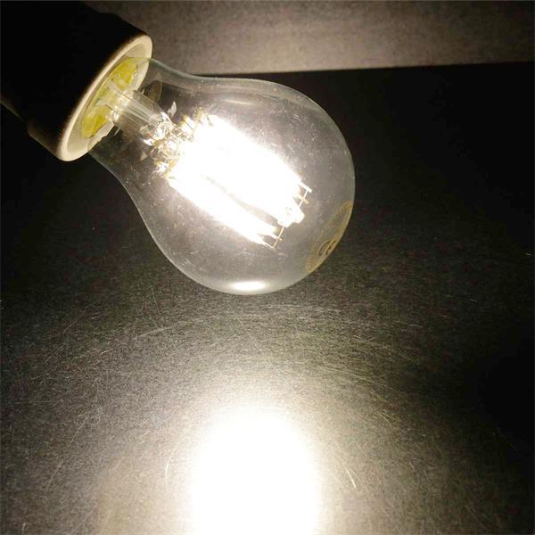 LED Leuchtmittel in neutralweiß mit klarer Glasabdeckung