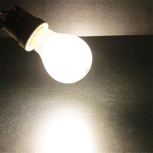 LED Leuchtmittel in neutralweiß mit matter Glasabdeckung