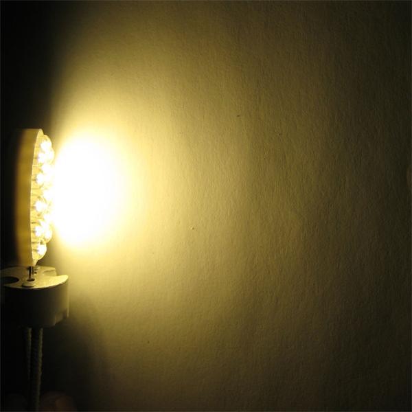 G4 Sockel LED rund vertikal strahlt ein sehr breites warm weißes Licht ab
