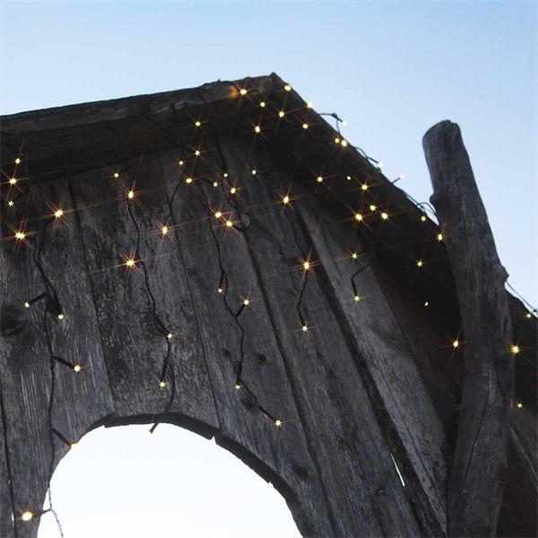 Eisregen mit 120 warmweißen LEDs
