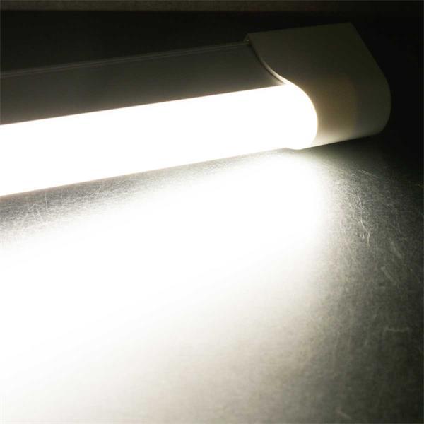 LED Arbeitsplatzleuchte mit SMD LEDs zur optimalen Ausleuchtung