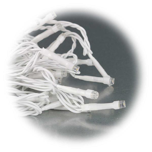 LED Lichterkette mit 50 LEDs auf 5m Länge mit weißem Kabel