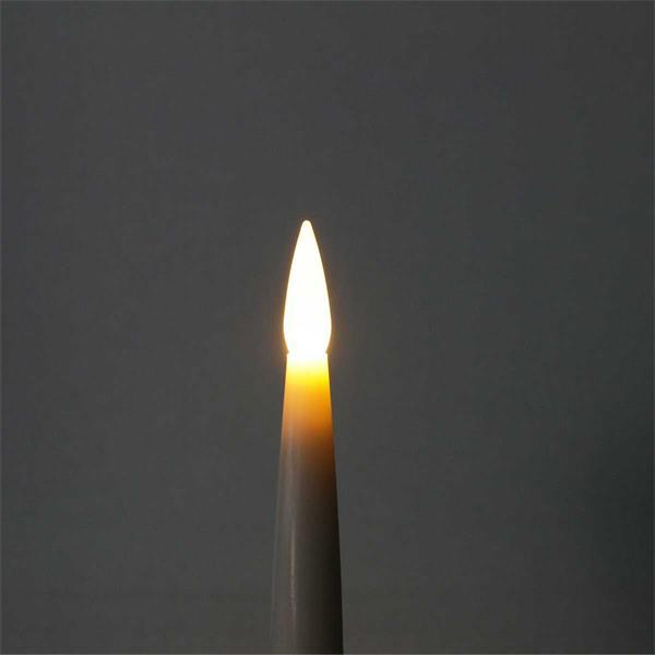 Warmweiß leuchtende LED Baumkerzen