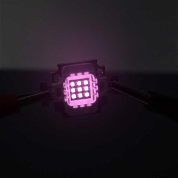 IR LEDs erzeugen für das menschliche Auge unsichtbares Licht