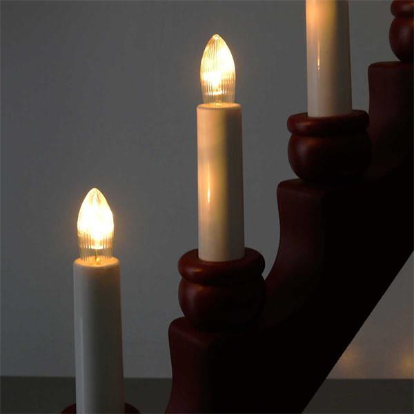 7-flammiger LED Fensterleuchter aus Holz in rot oder weiß