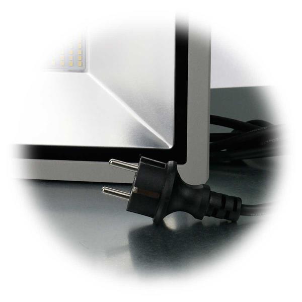 formschönes Gehäuse mit Schutzgrad IP44 und Netzstecker für 230V