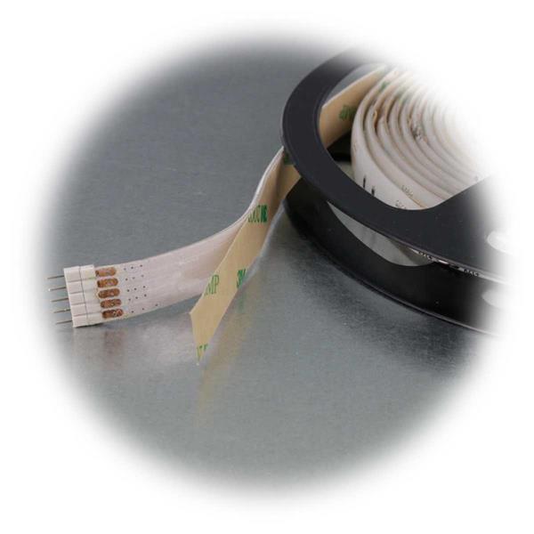 RGB+WW LED Lichtband mit transparentem Kunststoff und zweiseitigen Klebeband