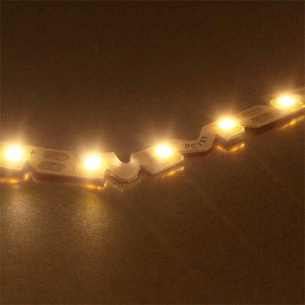 12V LED-Streifen mit warmweißer Lichtfarbe mit gezackter Platine