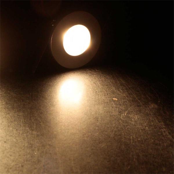 5 Mini-Einbaustrahler, die warmweiß leuchten