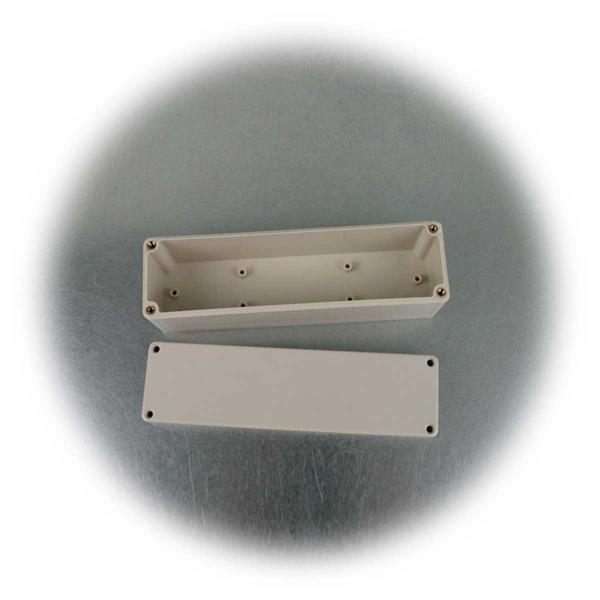 wasserdichte Kunststoffbox mit Befestigungsmöglichkeit für Einbauten