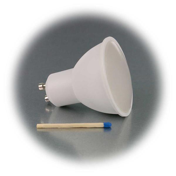 Warmweiß leuchtender GU10-Strahler mit 5 oder 7W
