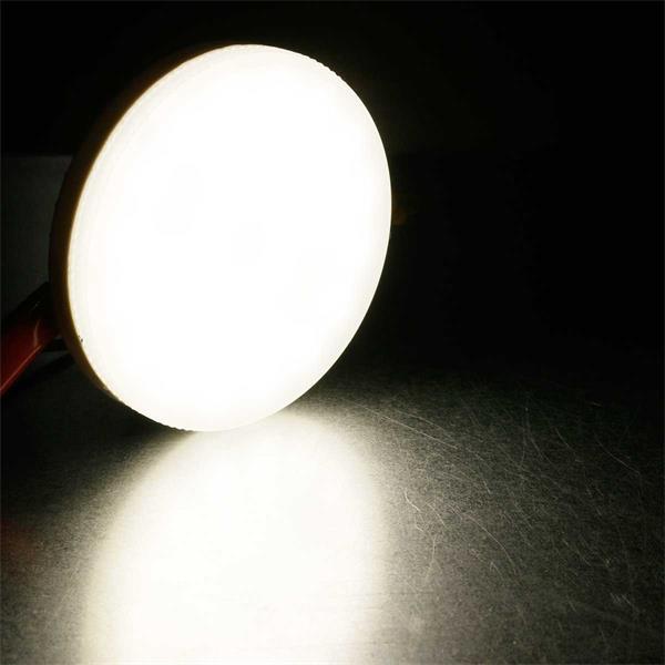 Neutralweiß leuchtender flacher LED-Strahler