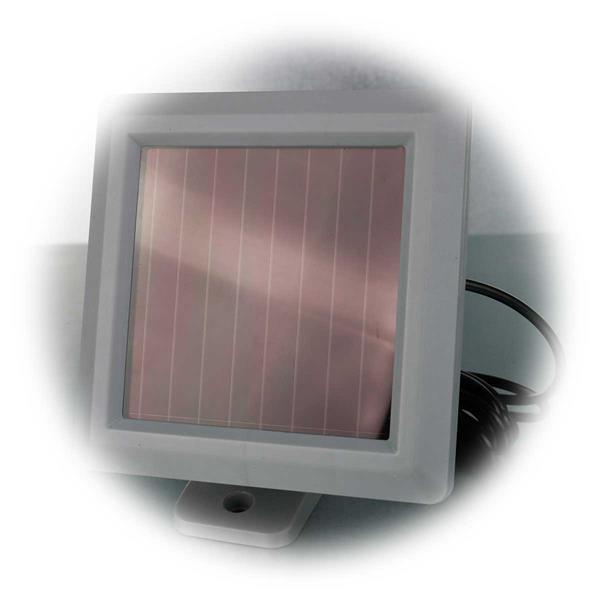 LED Wandstrahler mit großen separaten Solarpanel