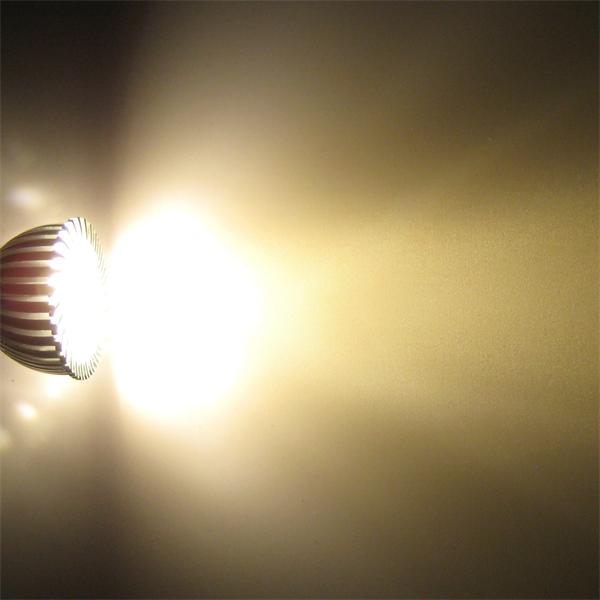 GU10 LED Spot mit hellen 290lm Lichtstrom vergleichbar mit einem 35-40W Halogenstrahler
