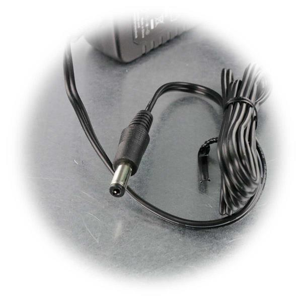 12V Stecker-Netzteil mit 5,5/2,1mm DC-Hohlstecker für LED Streifen