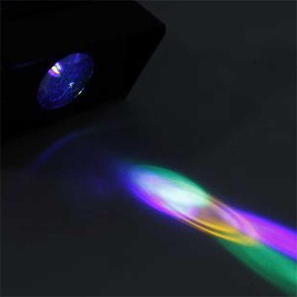 LED Disco Licht produziert bewegende verschiedenfarbige Leuchtpunkte