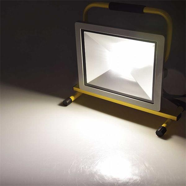 tageslichtweiße LED Beleuchtung für Werkstatt, Haus und Garten