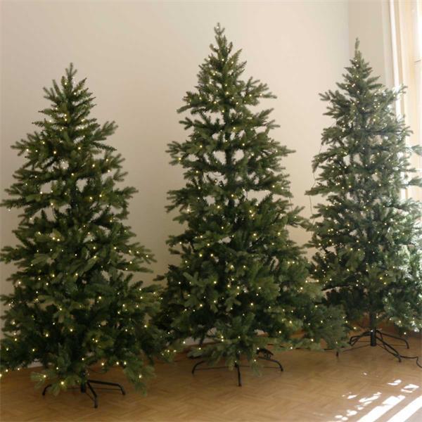naturgetreue Tannenbäume mit LED Lichterketten