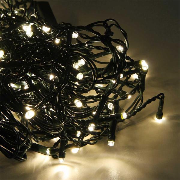 LED Lichtervorhang verzaubert mit warmweißem Licht