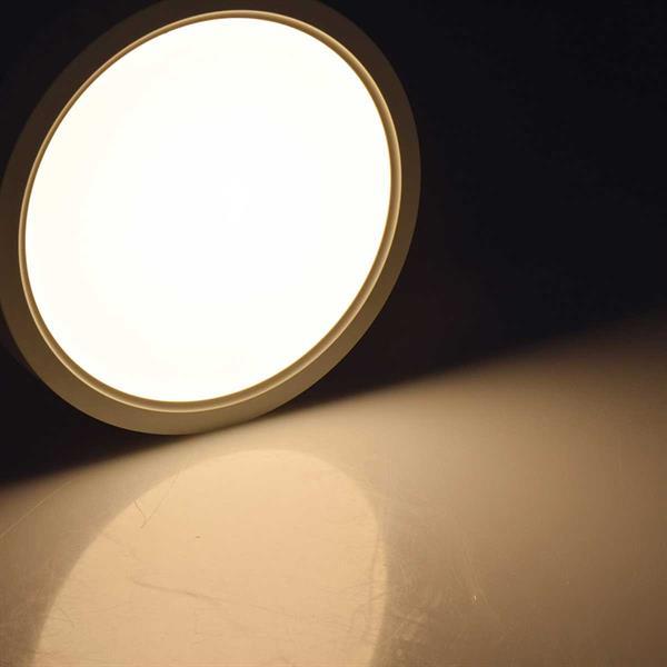 LED Aufbauleuchte mit warmweißen homogenen Lichtaustritt