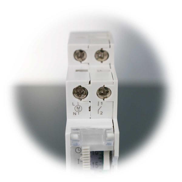 Timer für Beleuchtungen, einfacher Anschluss über Schraubklemmen