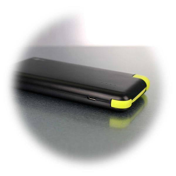 Handliche 8Ah Powerbank mit 2 Micro-USB-Ports und USB-Kabel