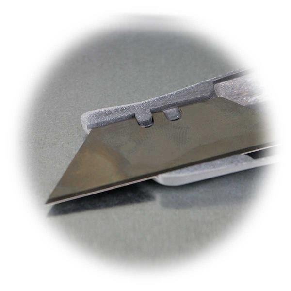 Trapezklingenmesser mit arretierbarer Klinge mit 2 Schneidlängen