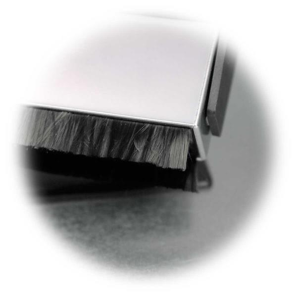 Carbonfaser-Bürste entfernt Ablagerungen aus den Plattenrillen