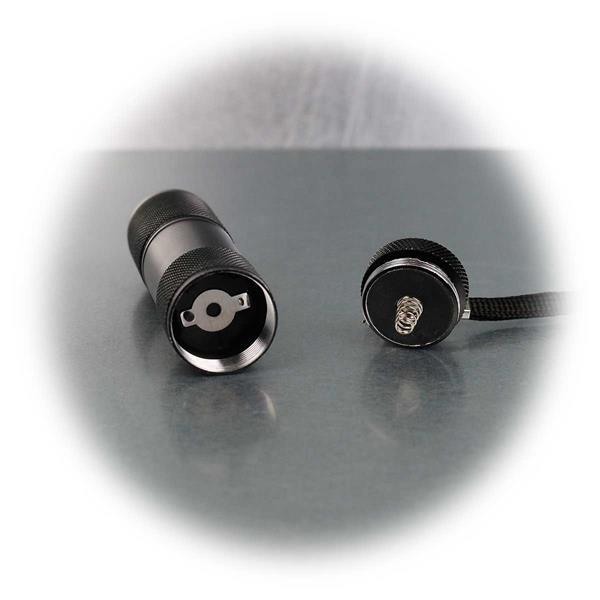 Betrieb der Taschenlampe mit 3x AAA Micro-Batterie (exkl.)