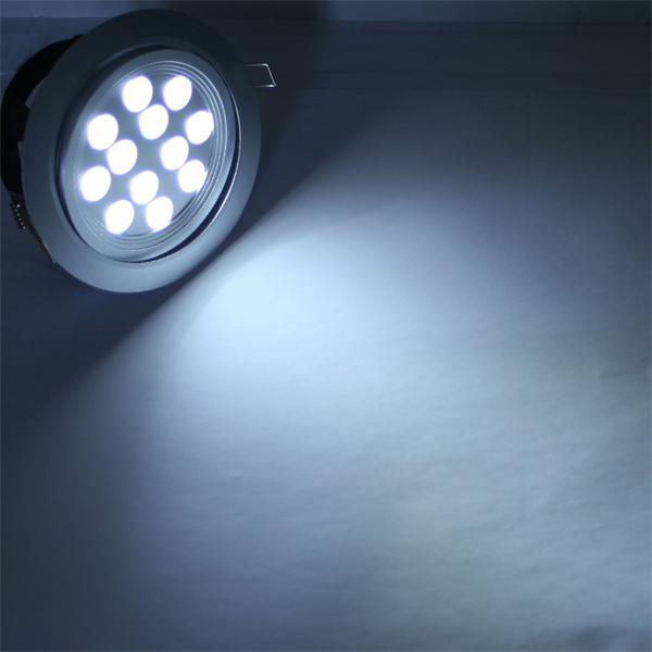 LED Einbauspot 24V mit 12 pur-weißen Hochleistungs-LEDs und 960lm Lichtstrom