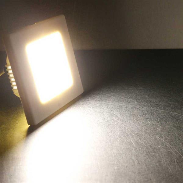 Warmweiß-leuchtende LED Wand-Einbauleuchte in 4 Ausführungen