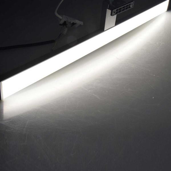 Tageslichtweiße Spiegelleuchte in 60cm Länge