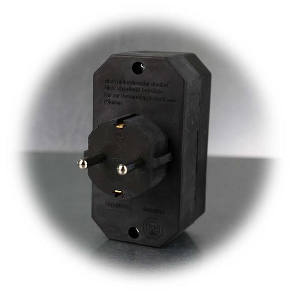 Kombi-Adapter mit 2x Euro- und 1x Schutzkontakt-Stecker