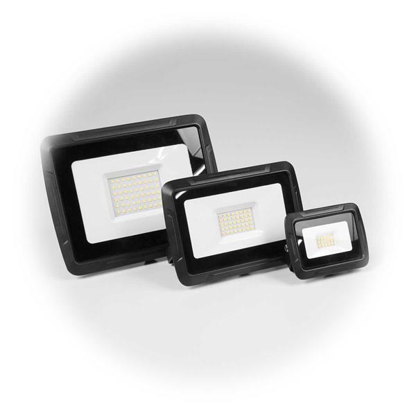 Superflacher LED-Fluter in 2 Lichtfarben und 3 Größen